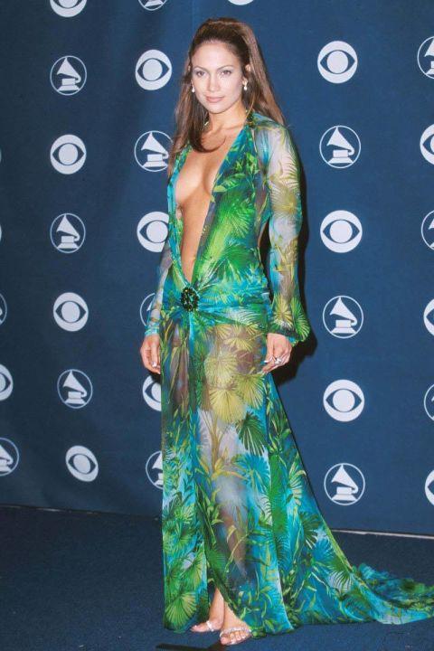 Đây có thể coi là bộ trang phục thảm đỏ tệ hại nhất trong lịch sử ca hát của nữ ca sĩ xinh đẹp Jennifer Lopez