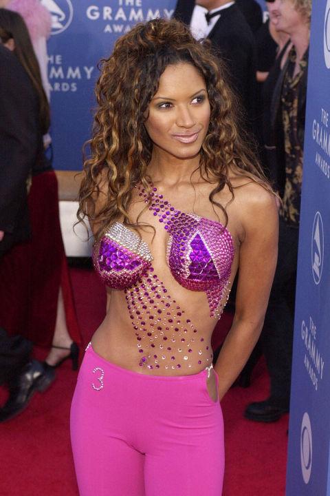 Không ai hiểu nổi Tracy Bingham đã khoác lên mình thứ trang phục kỳ dị gì tại lễ trao giải âm nhạc danh giá