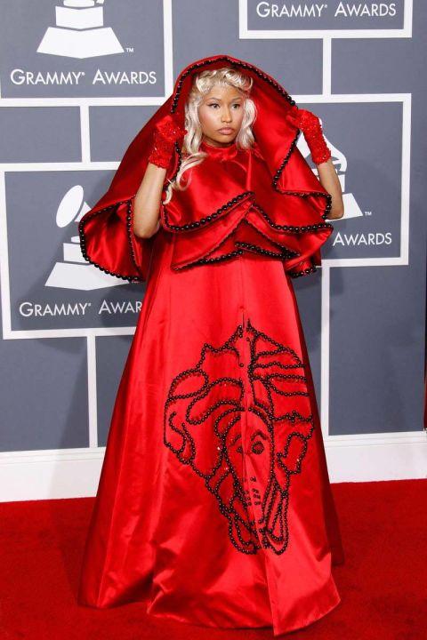 Trong một lần hiếm hoi không khoe da thịt, Nicki Minaj lại gây sốc khi cố gắng biến mình thành một Giáo hoàng trên thảm đỏ