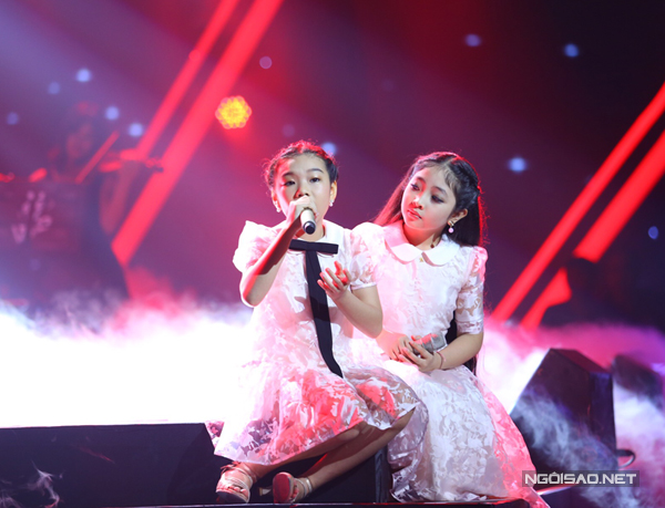 Hồng Minh và Phương Khanh thể hiện ca khúc Ngủ đi con yêu (Ảnh:Maison de Bil)