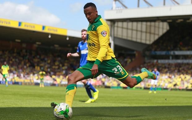 """Hậu vệ người Thụy Điển của Norwich Martin Olsson hiện đang là cầu thủ """"béo phì"""" nhất tại giải Ngoại hạng Anh."""