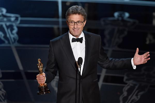 Nhà làm phim Pawel Pawlikowski nhận giải Phim nước ngoài xuất sắc cho phim Ida.