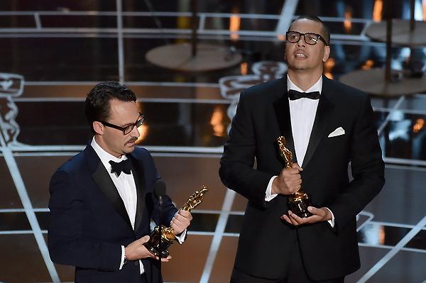 Mat Kirkby và James Lucas nhận giải Phim hành động ngắn xuất sắc cho phim The Phone Call.