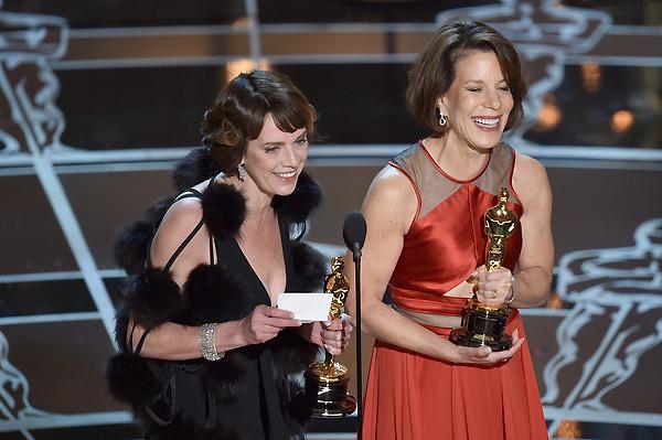 Nhà sản xuất Dana Perry và đạo diễn Ellen Goosenberg Kent nhận giải Phim tài liệu ngắn xuất sắc cho phim Crisis Hotline; Veterans Press 1.