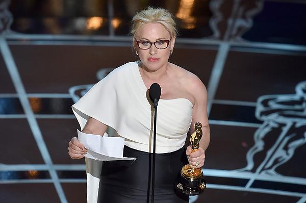 Patricia Arquette nhận giải Nữ diễn viên phụ xuất sắc cho phần thể hiện của cô trong phim Boyhood.