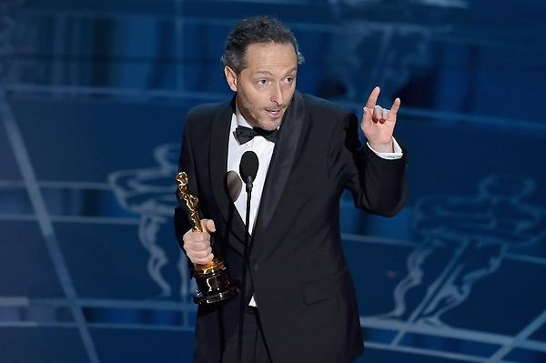 Emmanuel Lubezki nhận giải Quay phim xuất sắc cho những cảnh quay của anh trong phim Birdman.