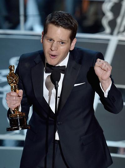 Biên kịch Graham Moore nhận giải Kịch bản chuyển thể xuất sắc cho kịch bản The Imitation Game.