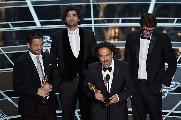 Biên kịch Alexander Dinelaris, Armando Bo, Alejandro Gonzalez Inarritu và Nicolas Giacobone nhận giải Kịch bản gốc xuất sắc cho kịch bản phim Birdman.