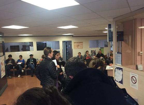 Hình ảnh người dân Pháp xếp hàng hiến máu. (Ảnh: Don Du Sang)