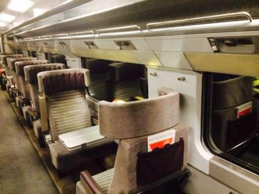 Trên một Eurostar, chuyến tàu từ London đến Paris gần như trống không. Đây là hình ảnh được cập nhật bởi phóng viên của hãng BBC, Ben Brown.