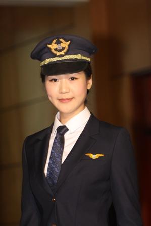 Phi công Vietnam Airlines trong đồng phục mới.