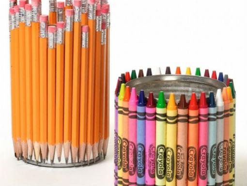 Bên cạnh đó, bạn còn có thể dùng bút chì hoặc bút màu để làm thành giá bút