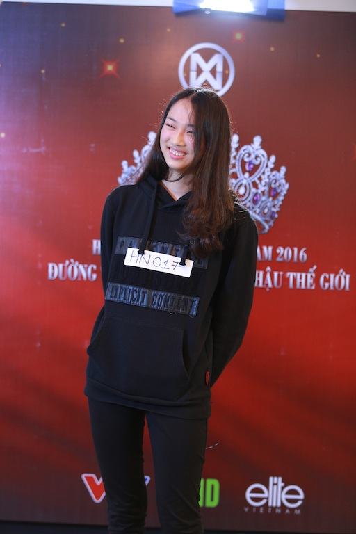 Phạm Thuỷ Tiên, sinh năm 1997. Thủy Tiên sở hữu chiều cao vượt trội (1m80). Cô hiện là sinh viên trường Đại học Ngoại thương.