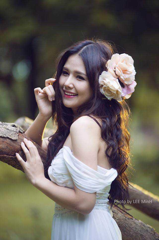 Sau vai diễn cô tiểu thư Ngân trong bộ phim Trái tim có nắng, Phanh Lee tái ngộ khán giả với vai diễn Nga trong sitcom Bó tay chấm com.