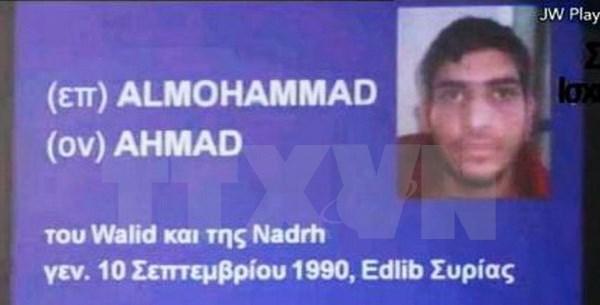 Tấm hộ chiếu Syria mà cơ quan điều tra Pháp tìm được gần một thi thể ở hiện trường vụ đánh bom bên ngoài sân vận động Stade de France ở thủ đô Paris, Pháp ngày 13/11. (Nguồn: Kyodo/TTXVN)