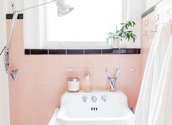 Những chậu cây xinh xắn cũng là vật trang trí cần thiết cho không gian phòng tắm của nhà bạn.
