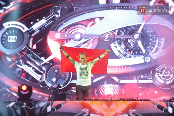 ...cùng Armin Van Buuren đã mang tới cho các fan EDM những giây phút khó quên