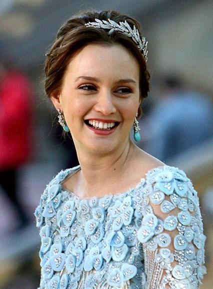 Leighton Meester xinh đẹp với phụ kiện hình lá.