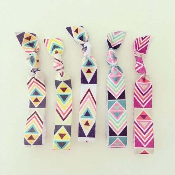 Những chiếc băng đô nhiều màu sắc cũng là phụ kiện không thể thiếu với nhiều bạn gái trong mùa hè.