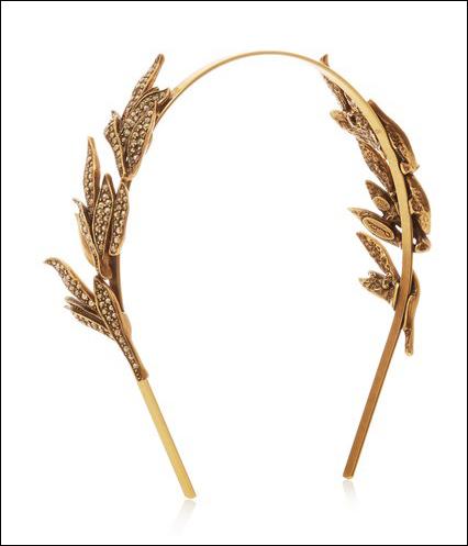 Oscar de la Renta cho ra mắt mẫu phụ kiện bờm cho mái tóc, nhẹ nhàng và dịu dàng với hình ảnh những chiếc lá mềm mại.