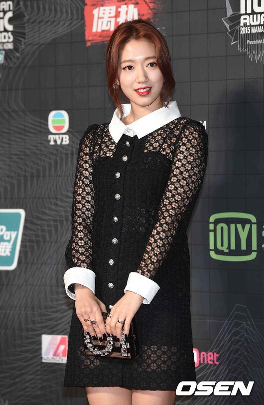 Park Shin Hye thường không có duyên lắm với những trang phục thảm đỏ