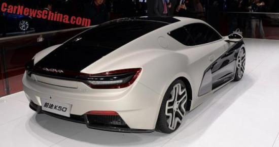 . Xe có khả năng tăng tốc từ 0 đến 100 km/h trong vòng 5 giây và tốc độ tối đa đạt 200 km/h