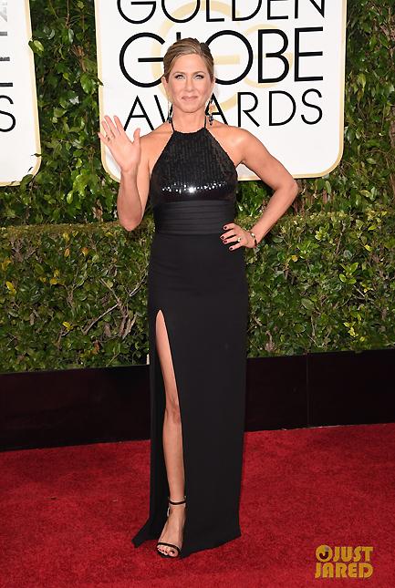 Jennifer Aniston sang trọng trong chiếc váy của Saint Laurent với trang sức của thương hiệu Neil Lane.