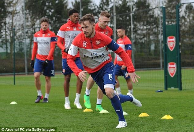 Tiền vệ Ramsey sẽ có ngày làm việc vất vả trước tuyến giữa khá mạnh của Man Utd.