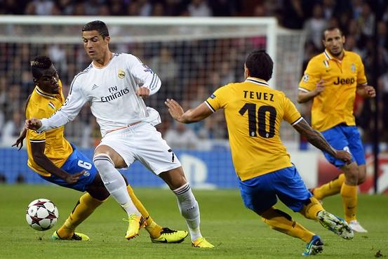 Tevez háo hức được so tài với đồng đội cũ ở Man Utd là C. Ronaldo