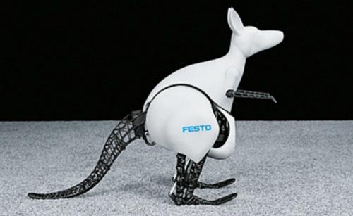 BionicKangaroo là robot do Công ty tự động hóa Festo chế tạo, sao chép những chuyển động của chuột túi. Giống như một con chuột túi, robot thu hồi năng lượng khi nhảy, lưu trữ và sử dụng hiệu quả cho những bước nhảy tiếp theo