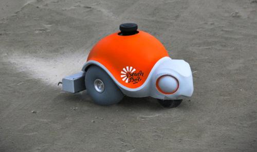 Robot hình con rùa có tên Beachbot,do phòng thí nghiệm nghiên cứu Disney chế tạo. Nó sử dụng bộ phận cào dưới bánh xe và hệ thống cảm biến để tạo ra các nét vẽ phức tạp trên bề mặt cát