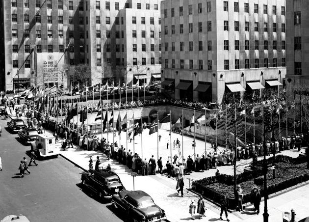 Sân trượt băng tại Rockefeller Center năm 1950.