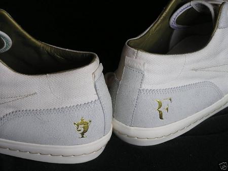 Logo của Federer thường xuyên xuất hiện tại các sự kiện quần vợt.