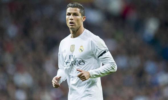 Không có chuyện Real đang đàm phán với PSG để bán Ronaldo!