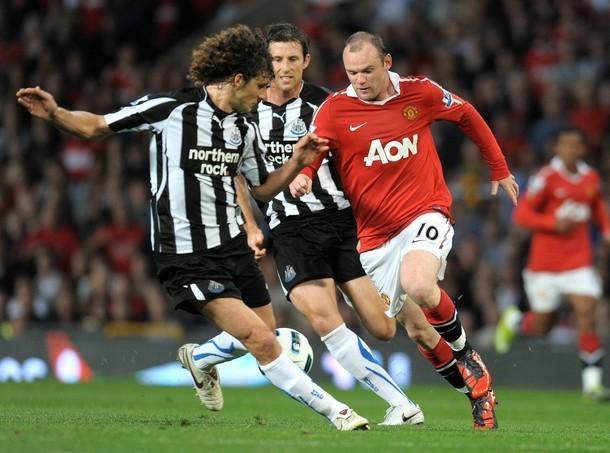 Rooney (đỏ) là khắc tinh của Newcastle với 12 bàn và 7 pha kiến tạo khi chạm trán Chích chòe.