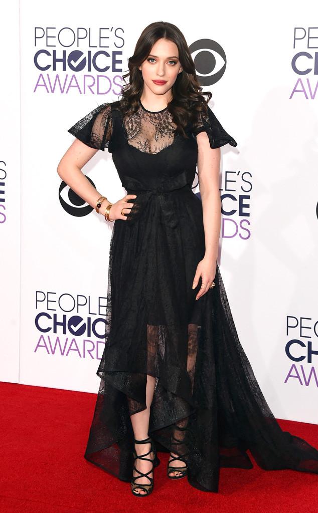 Kat Dennings nổi bật trong bộ váy ren màu đen