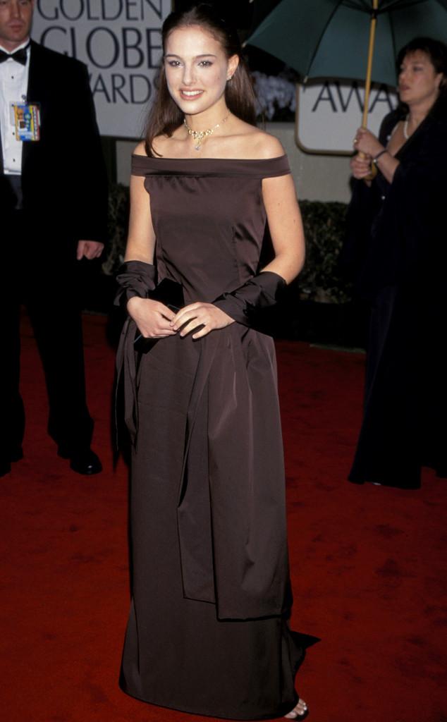Thiên nga đen Natalie Portman trong bộ váy cũng rất....đen