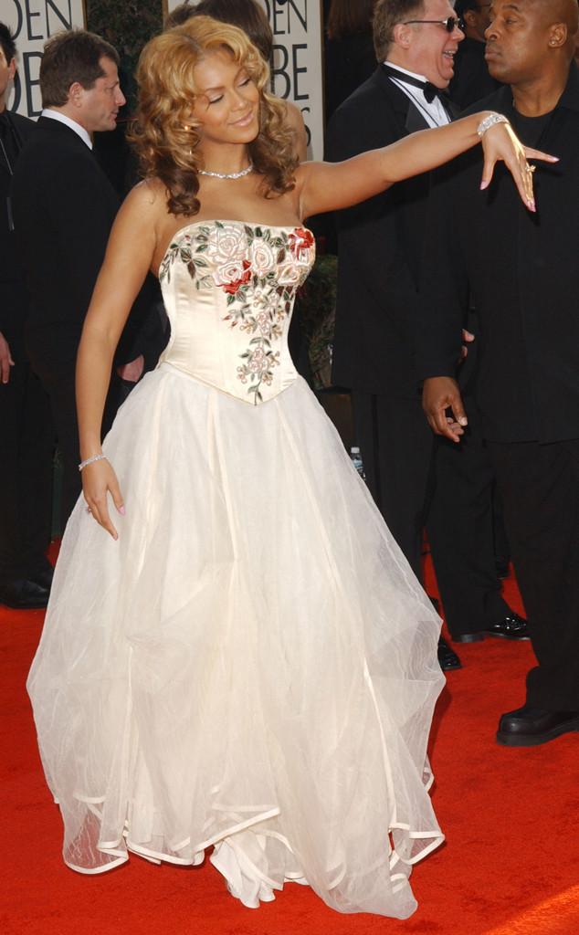 Beyonce chơi trội với trang phục cưới trên thảm đỏ