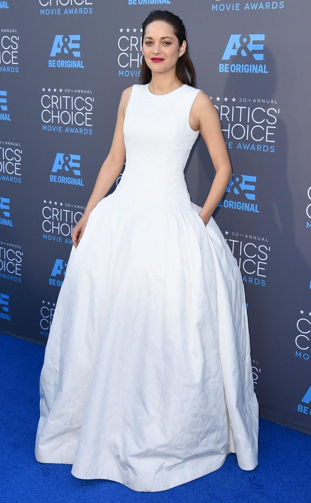 Trắng cũng là gam màu được Marion Cotilard lựa chọn để xuất hiện tại Critics Choice Awards năm nay
