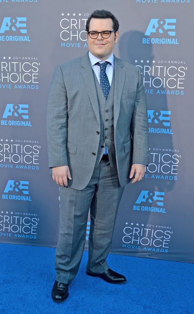 Josh Gad tới dự lễ trao giải trong bộ vest màu xám lịch lãm