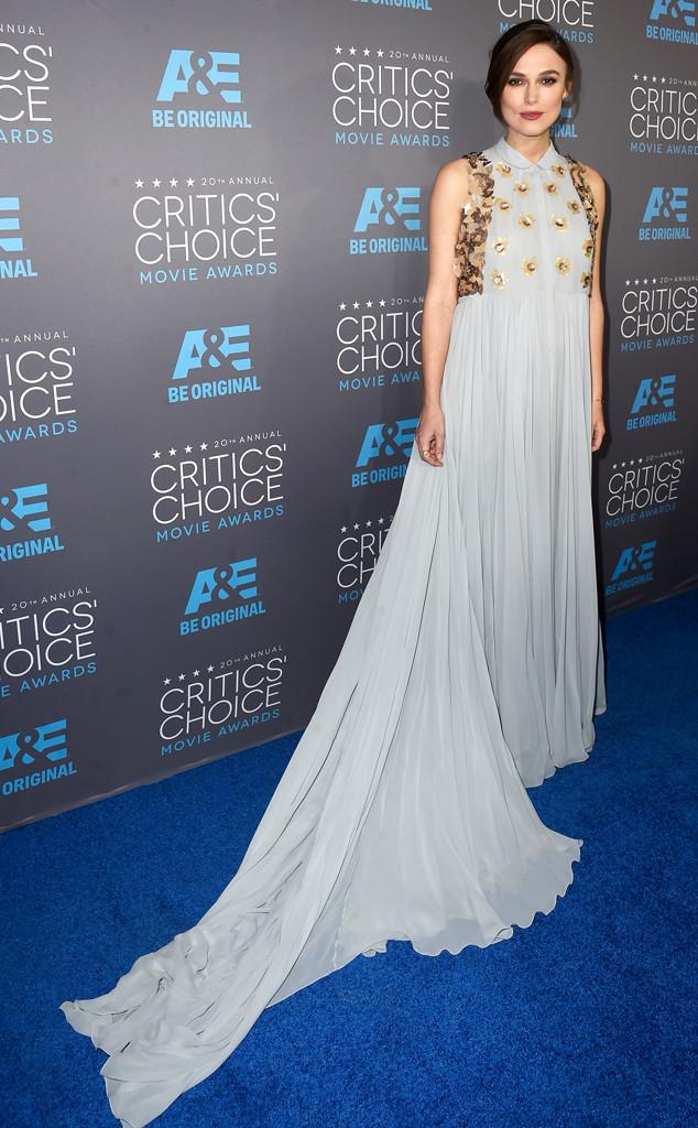 Sau khi bị chỉ trích vì bộ cánh xấu không tả tại lễ trao giải Quả Cầu Vàng 2015, Keira Knightley đã có một lựa chọn an toàn hơn tại Critics Choice Awards