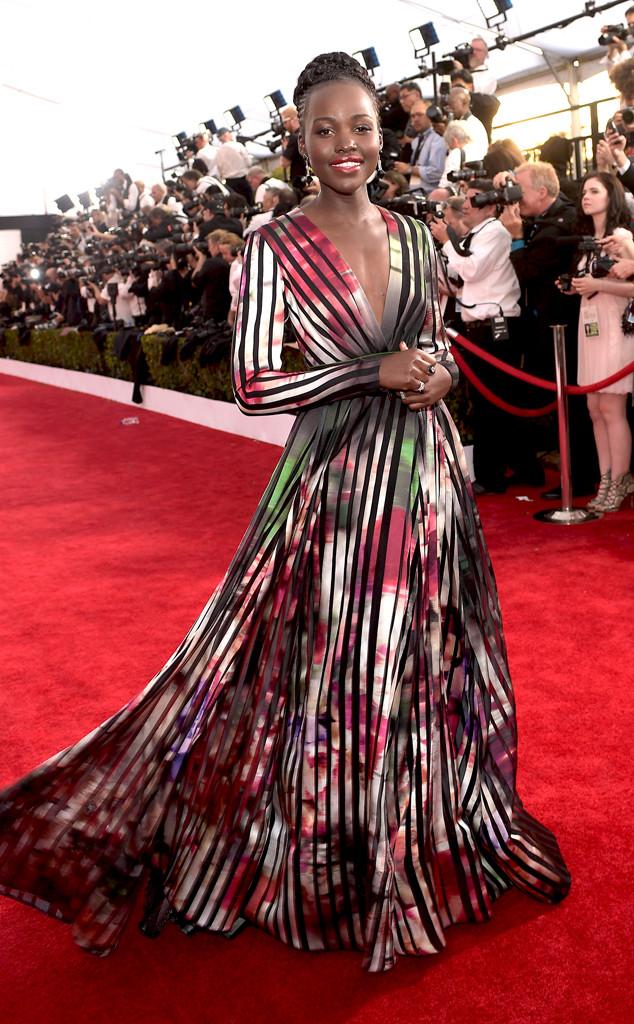 Lupita Nyongo - người đẹp da màu từng đoạt giải Nữ diễn viên phụ xuất sắc nhất tại lễ trao giải Oscar 2014 - xuất hiện trong một bộ váy chất liệu satin của thương hiệu Elie Saab
