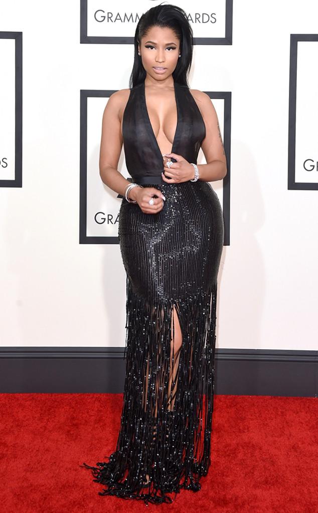 Nicki Minaj khoe vòng một hững hờ trong chiếc váy đen quyến rũ của thương hiệu Tom Ford