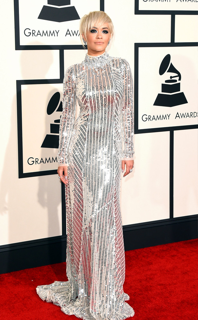 Rita Ora - Nữ HLV mới của The Voice UK - long lanh trong sắc bạc với bộ trang phục kín cổng cao tường