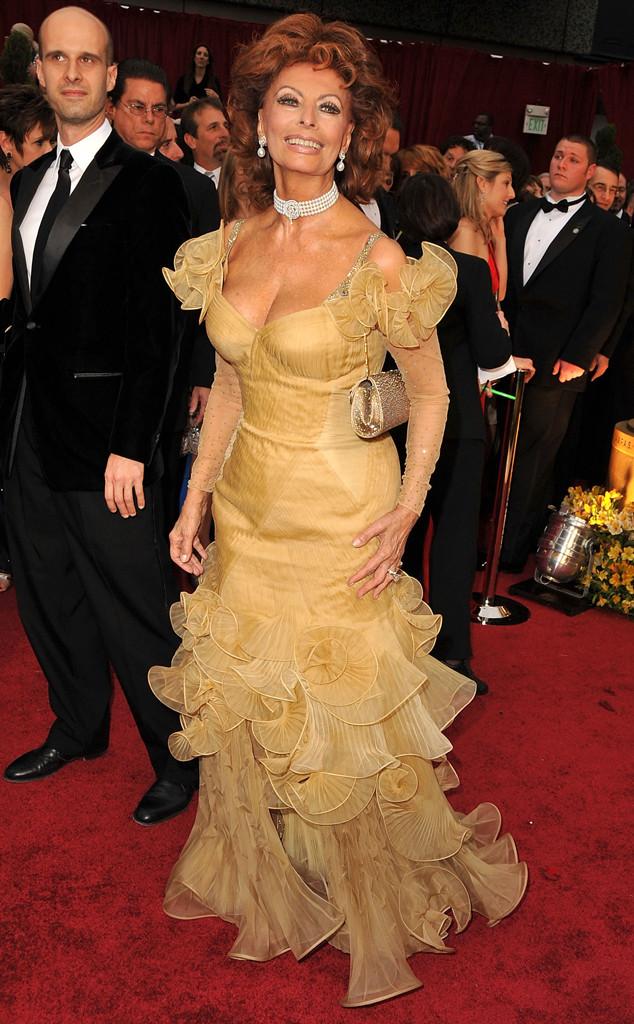 Sophie Loren trông không khác gì một chú cá vàng trong bộ váy này