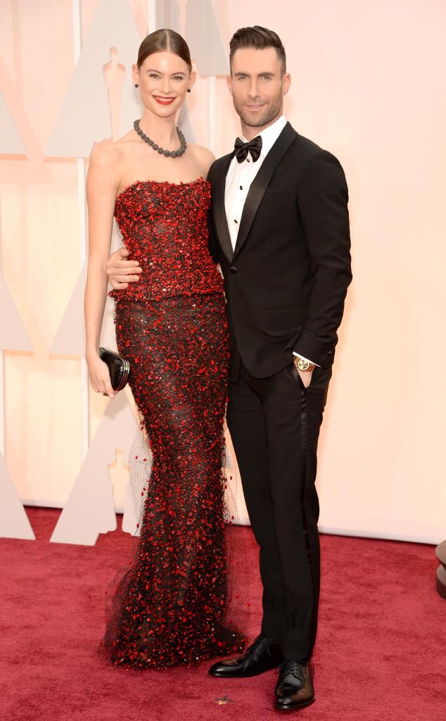 Adam Levine lịch lãm tạo dáng bên cạnh cô vợ xinh đẹp Behati Prinsloo
