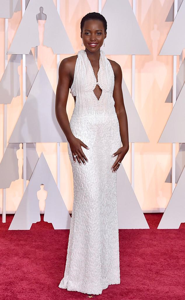 Lupita Nyong khiến mọi người không khỏi ngưỡng mộ với phong cách thời trang thanh lịch, quyến rũ. Tới dự lễ trao giải Oscar lần thứ 87, cô diện trang phục của Calvin Klein