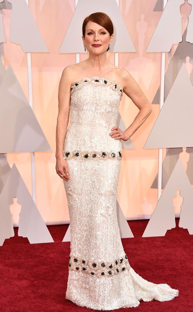 Julianne Moore - ứng cử viên nặng ký cho giải Nữ diễn viên chính xuất sắc nhất - tự tin khoe dáng trong bộ váy lấp lánh của thương hiệu xa xỉ Chanel