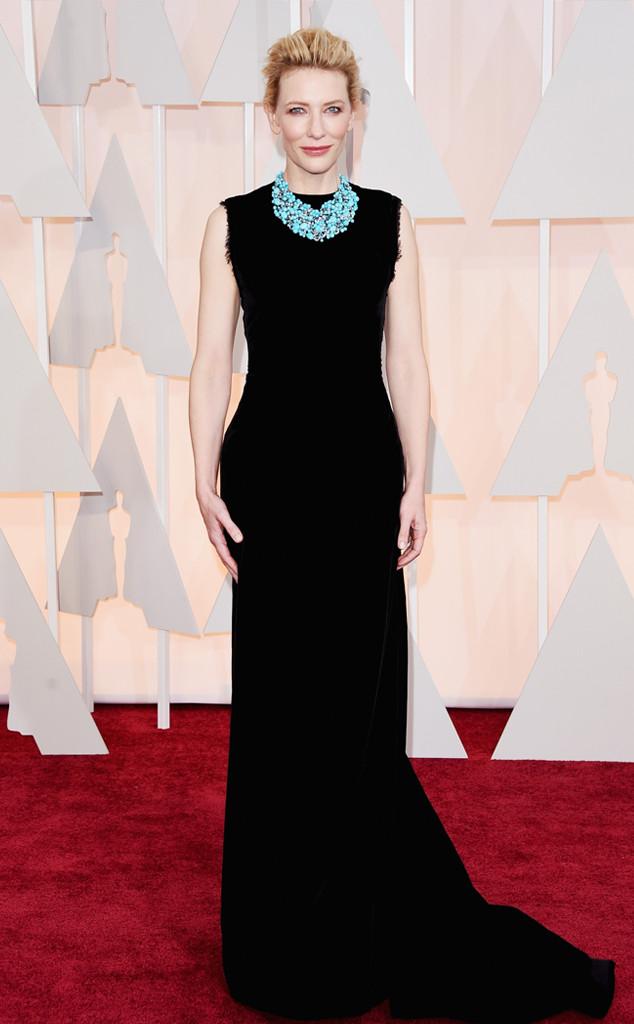 Nữ diễn viên Cate Blanchett mặn mà ở tuổi 45 với bộ váy đơn giản nhưng không kém phần cuốn hút được thiết kế bởi John Galliano