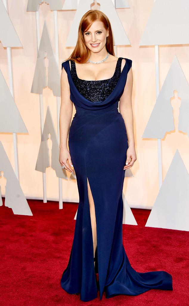 Jessica Chastain khoe vòng một đầy đặn trong bộ váy xanh quyến rũ